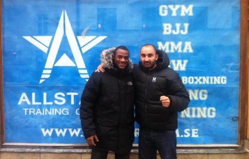 Andreas Michael i Alan Do Nascimento przed siedzibą klubu / Foto. MMAViking.com